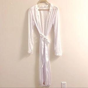Long white robe | bridal photo